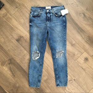 FREE PEOPLE Distressed Jean size 29S